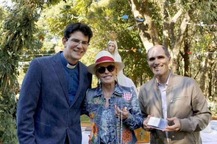 Ana Maria Braga com o Padre Reginaldo Manzotti e Paulo Machado na midia uiara zagolin