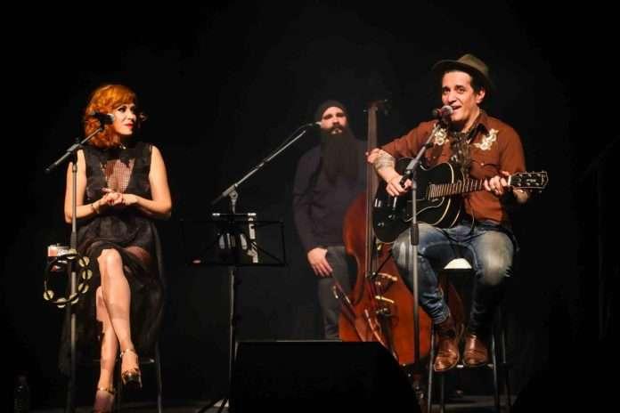 Renato Godá e Miranda Kassin no Teatro Porto Seguro