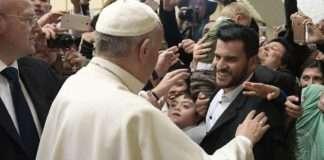 Miller Gomes e Papa Francisco no Vaticano-na midia - uiara zagolin