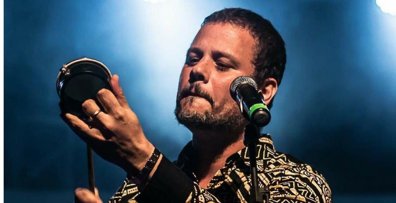 Moyseis Marques canta Chico Buarque em apresentação única