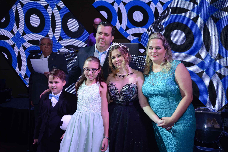 Luxuosa festa de 15 anos da Izabely Liberado