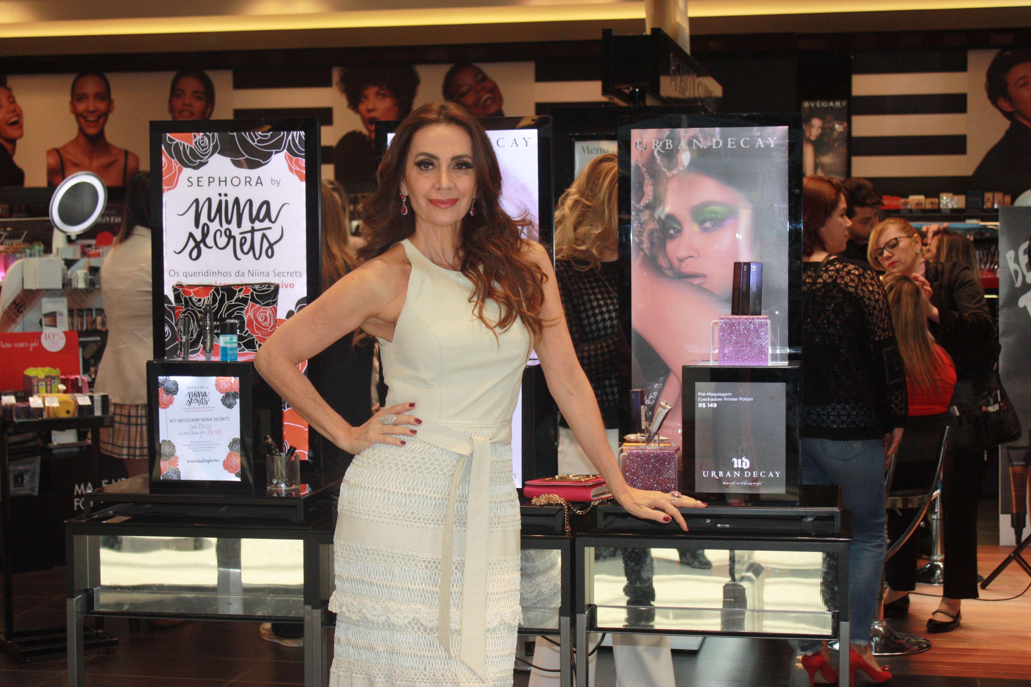 Claudia Metne prestigia a balada marca internacional Sephora