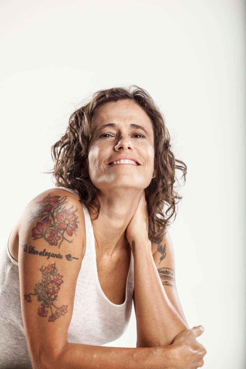 Show intimista de Zélia Duncan no Teatro Porto Seguro