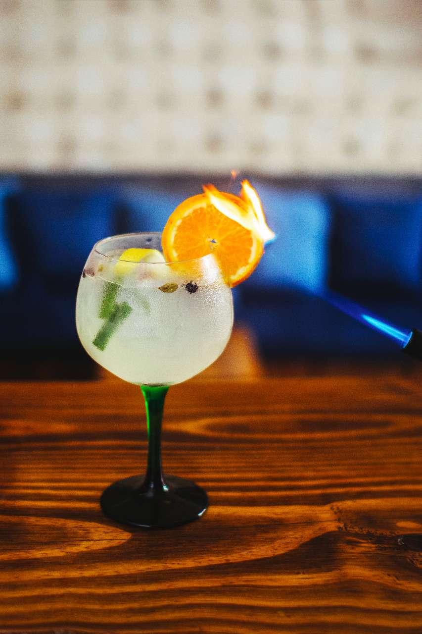 Bar especializado em Gin Tônica no Super Rancing Club