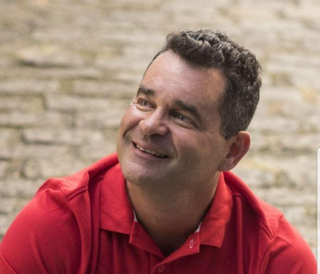 Cantor Marco Rodrigo anuncia retorno aos palcos