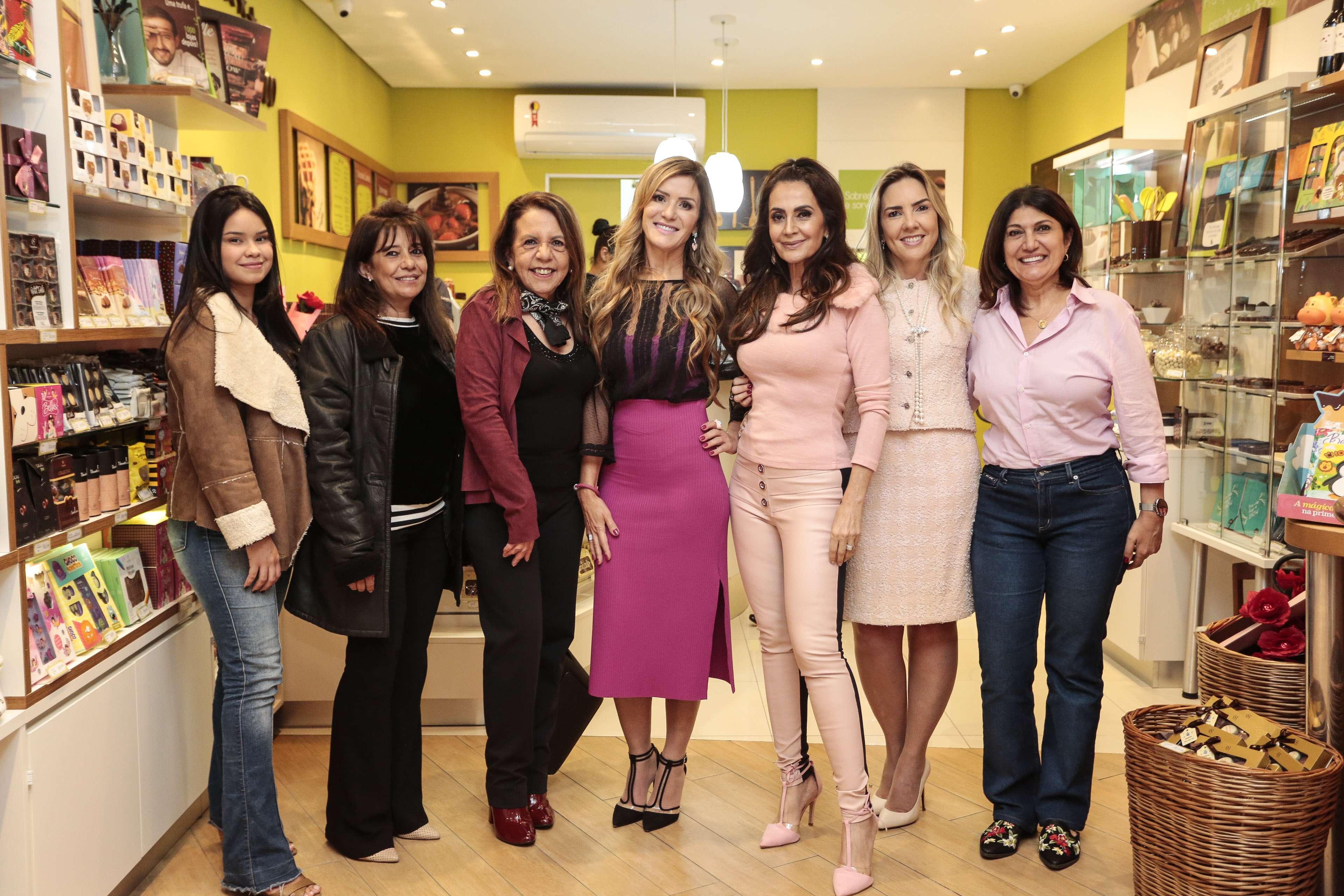 Cacau Show Vila Nova Conceição promove Outubro Rosa