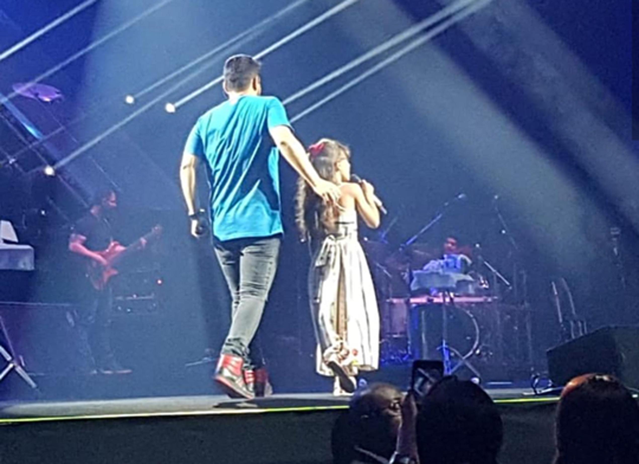 Cantora mirim Marysal canta ao lado de Jorge