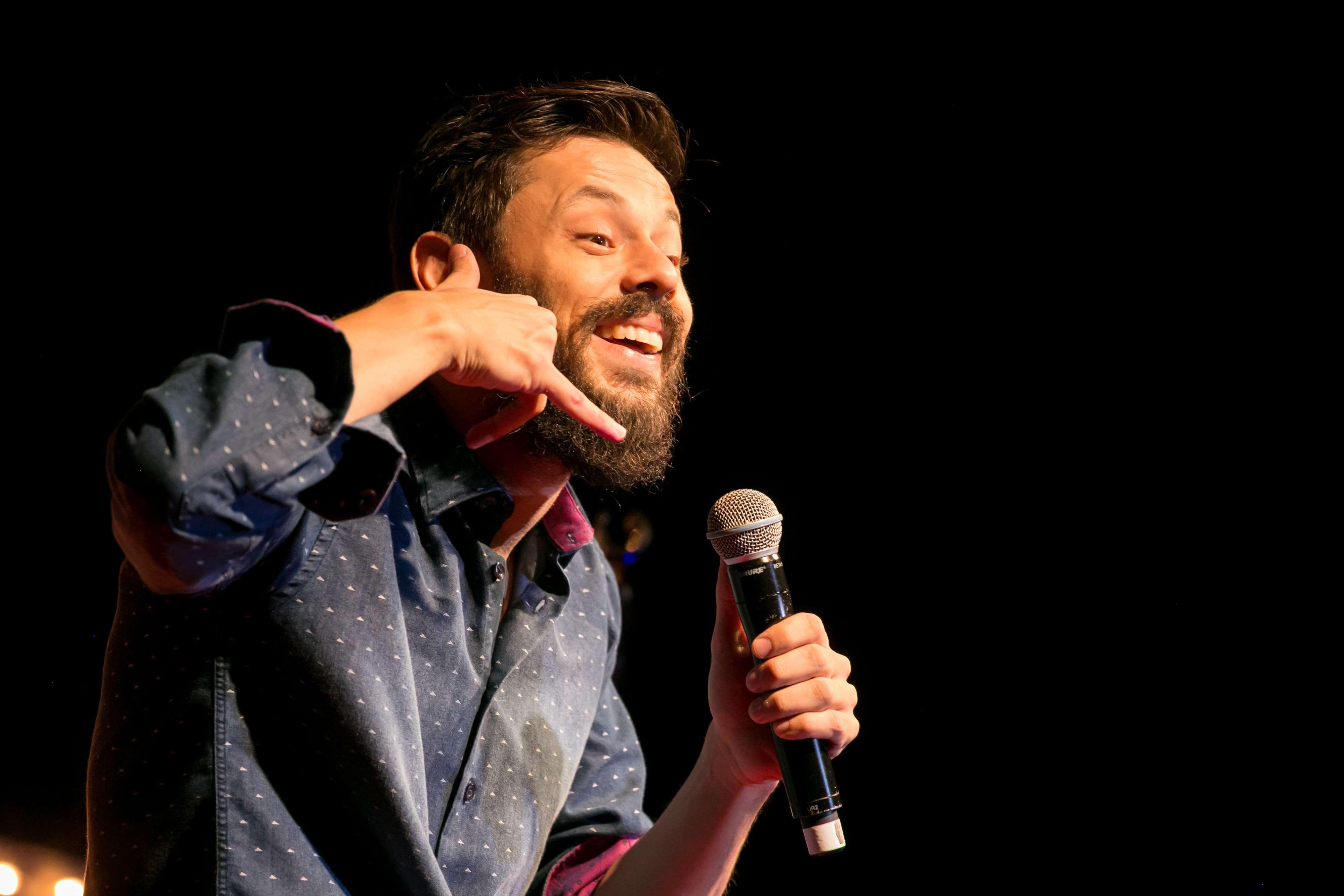 Stand-up comedy Dois Tragos no Theatro NET