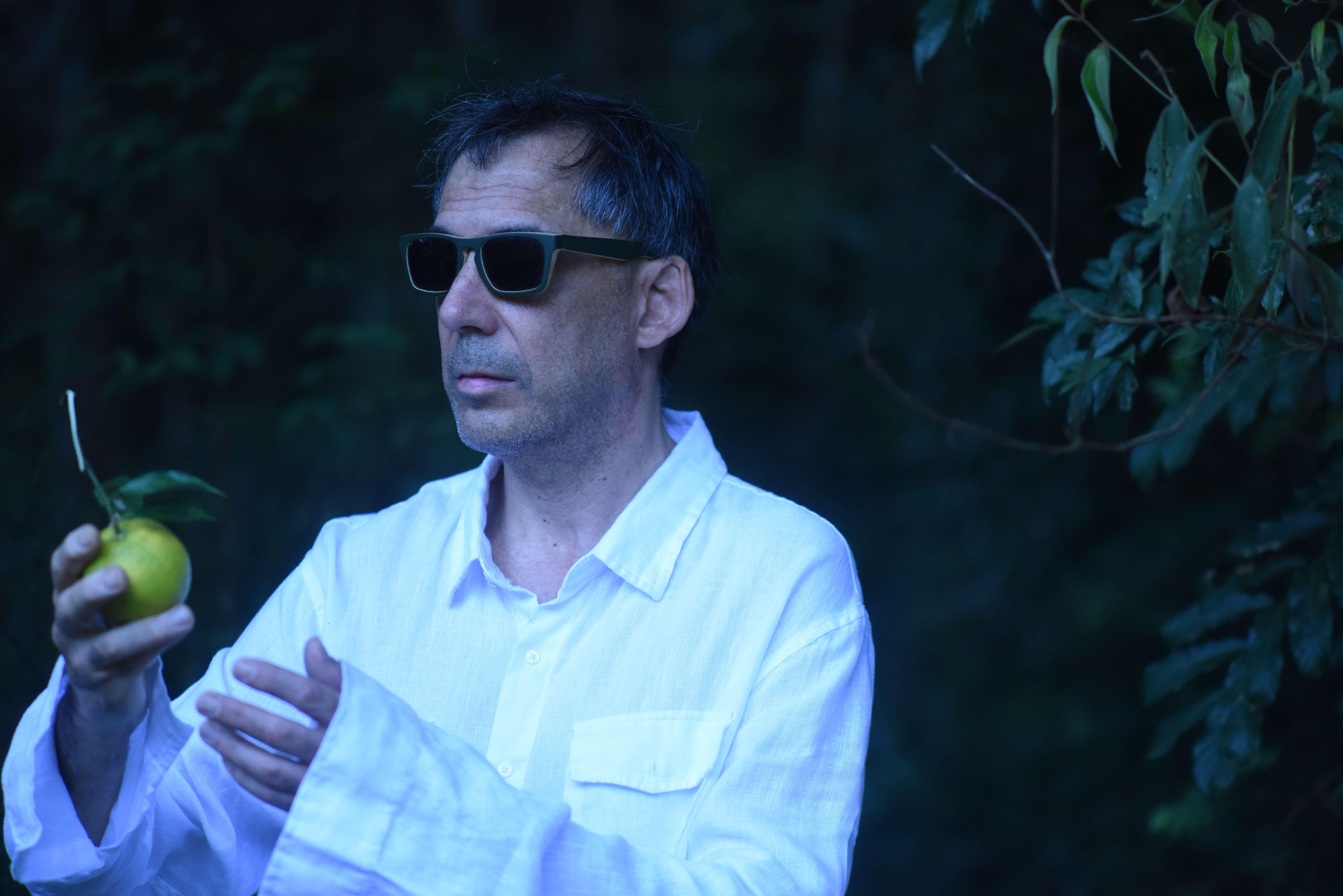 Arnaldo Antunes com novo show rstuvxz