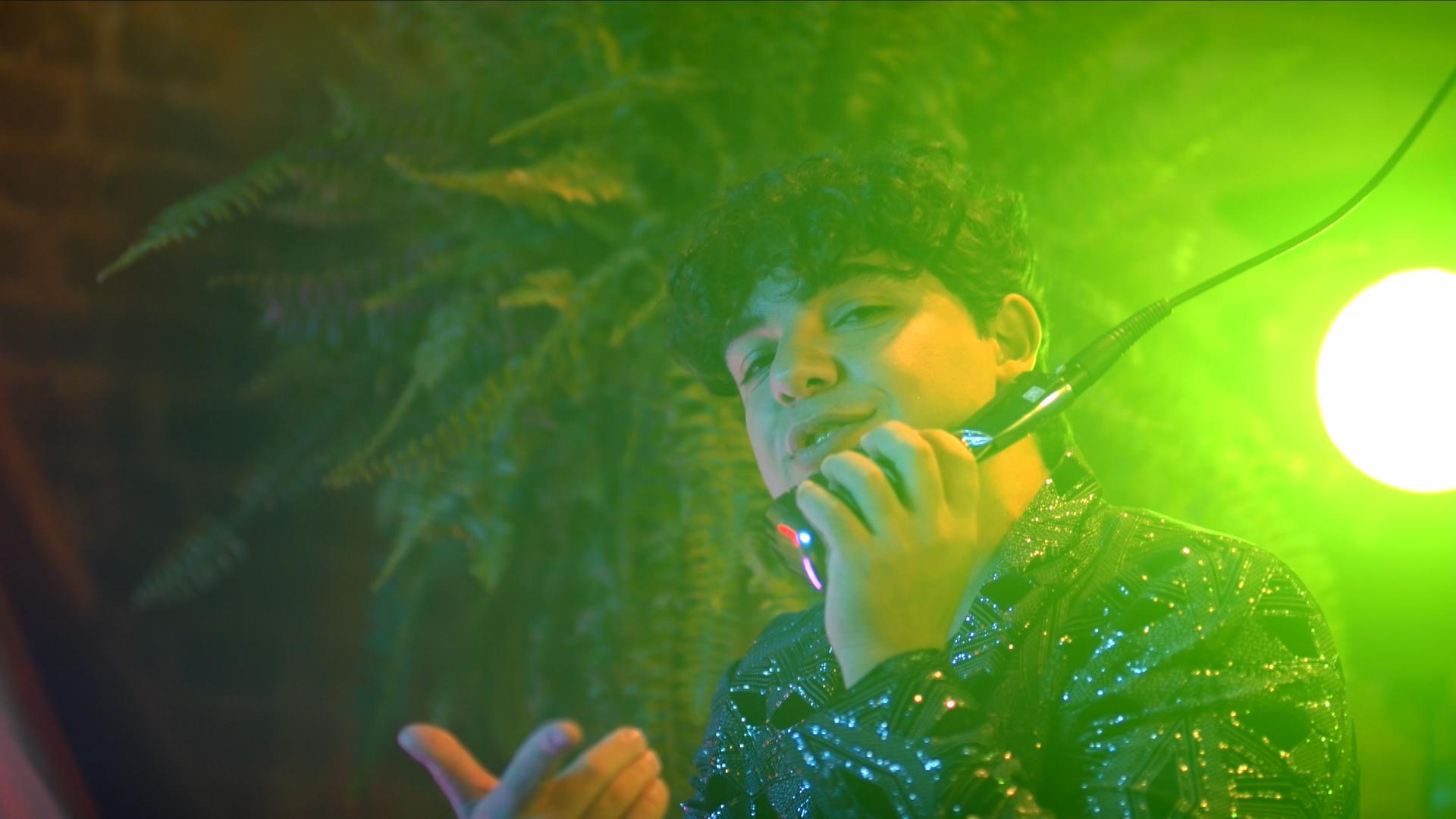 Cantor e compositor Rossini lança seu clipe TEQUILA