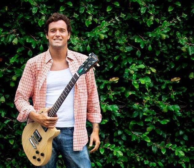 Felipe Dylon aquece os corações com novo single