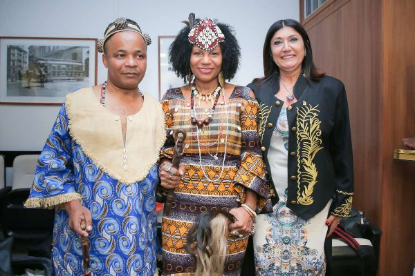 Rainha do Congo Diambi Kabatusuila encanta o Brasil