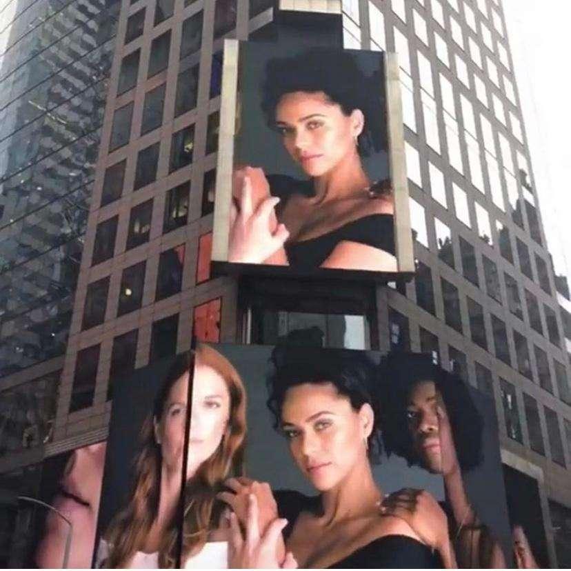 Modelo brasileira é destaque no famoso billboard de NY