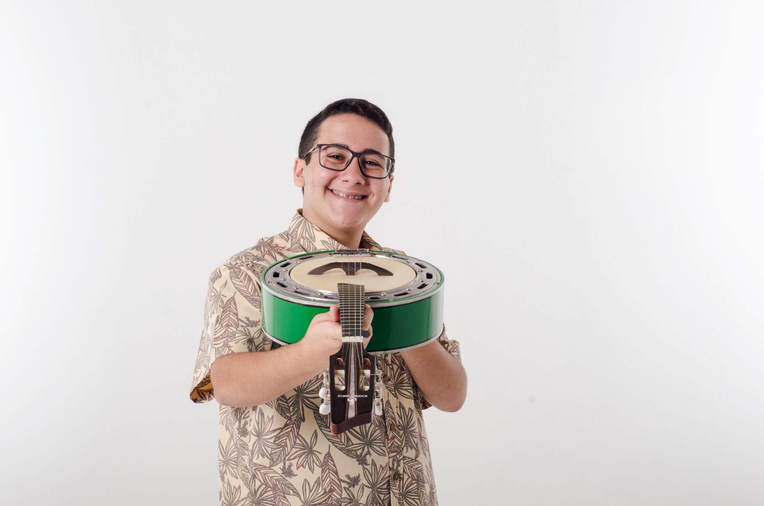 O jovem Sambista Enzo Belmonte lança single