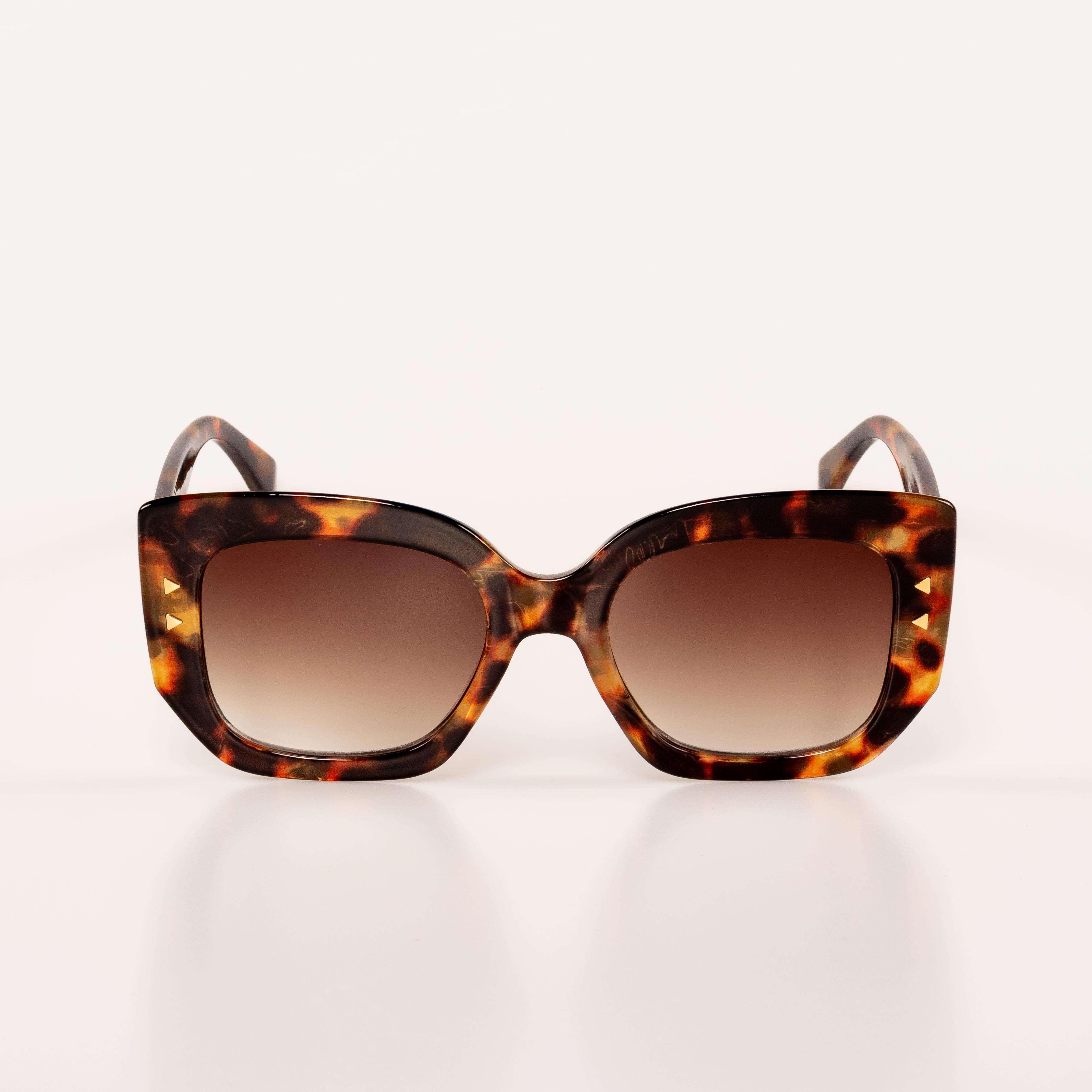 Kristhel Byancco lança coleção de óculos de sol