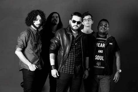 """A banda DISTOPIA lança a musica """"À Deriva""""ao vivo"""