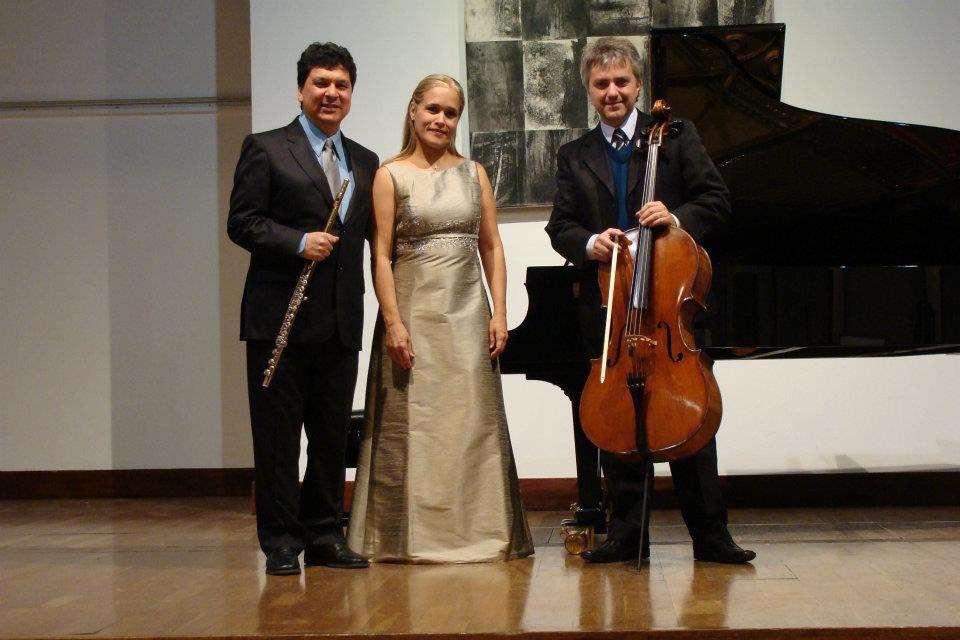 Trio de flauta, violoncelo e piano em concerto