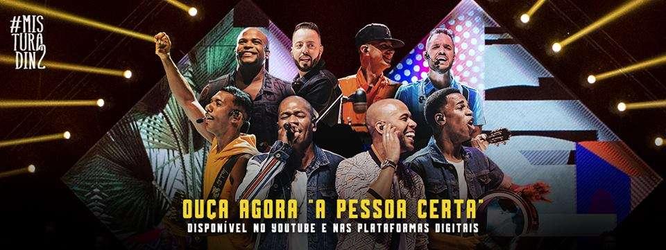 Turma do Pagode se apresenta no Carioca Club