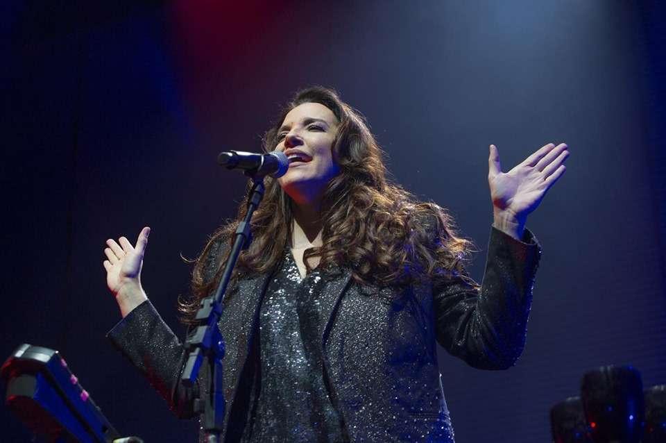 Ana Carolina lança álbum Fogueira em alto mar