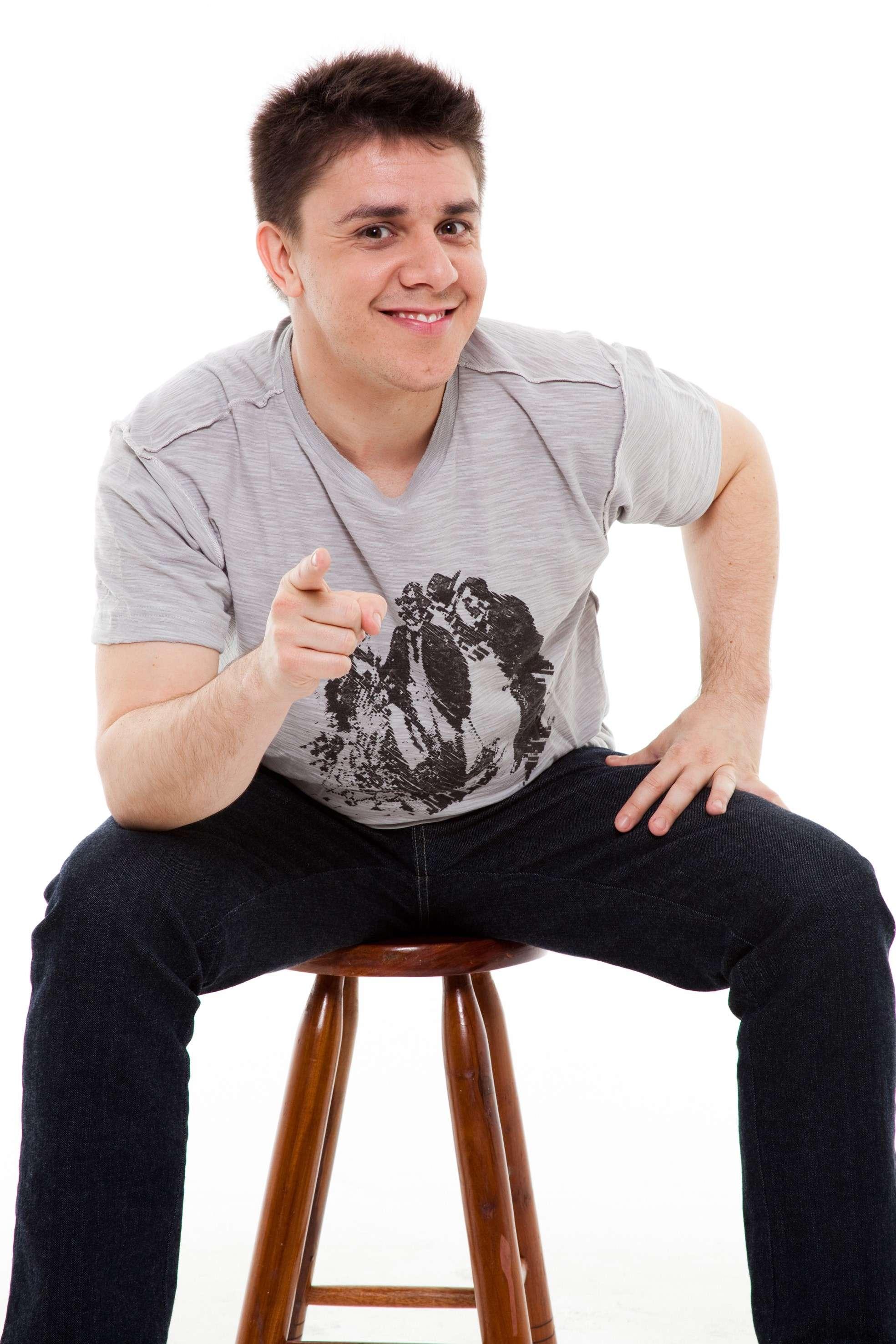 Comediante OSCAR FILHO em única apresentação