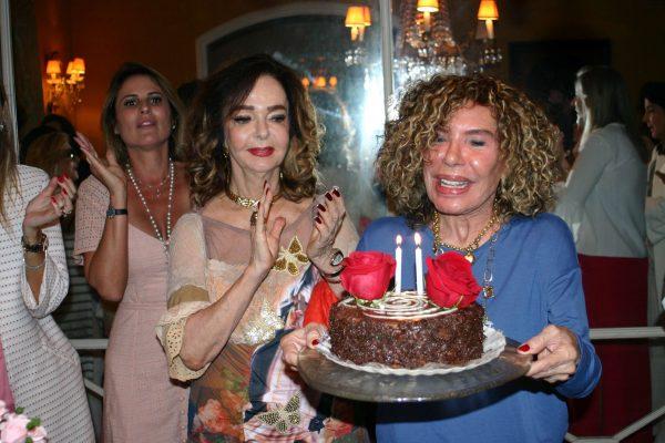 Maninha Barbosa recebe bençãos em seu aniversário
