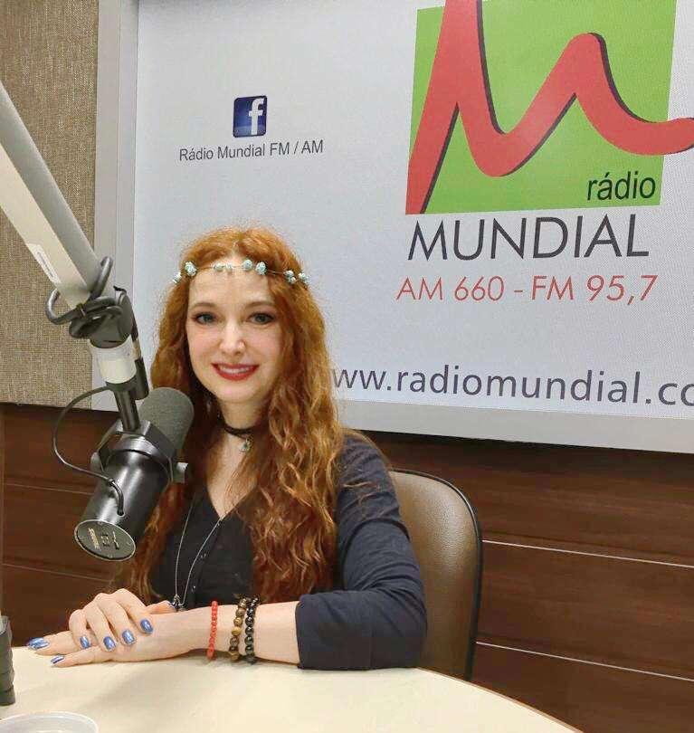 Influenciadora Dricca Rhiel estreia na Rádio Mundial FM