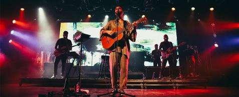 Silva leva sucessos do álbum Brasileiro ao palco do Sesc