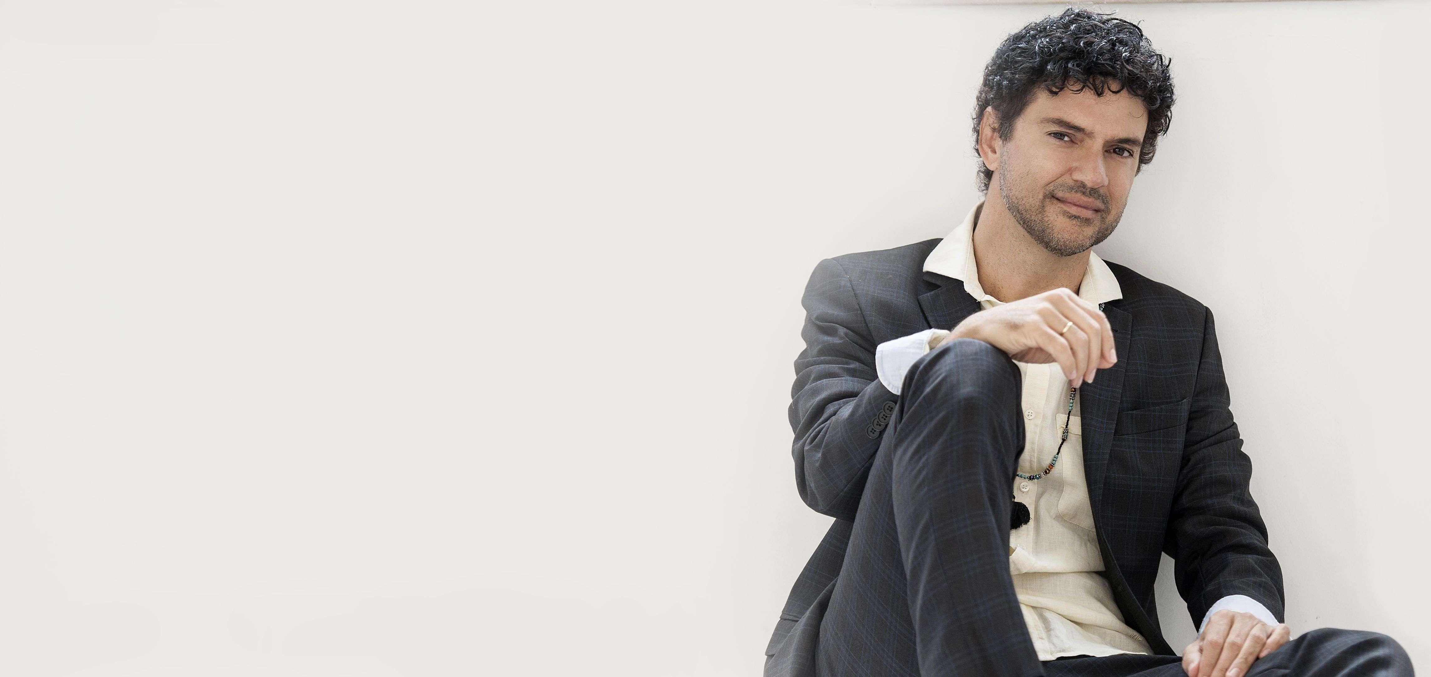 Jorge Vercillo apresenta show Intimista no Teatro Porto Seguro
