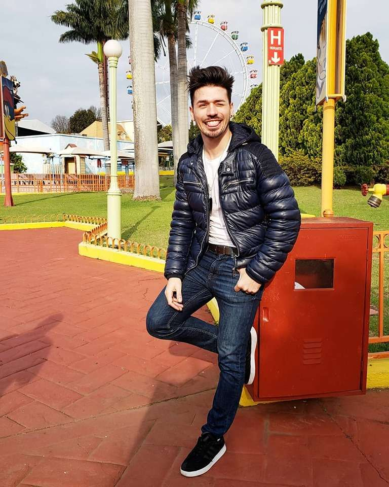 Após cantar com Ivete Sangalo Fernando segue carreira solo