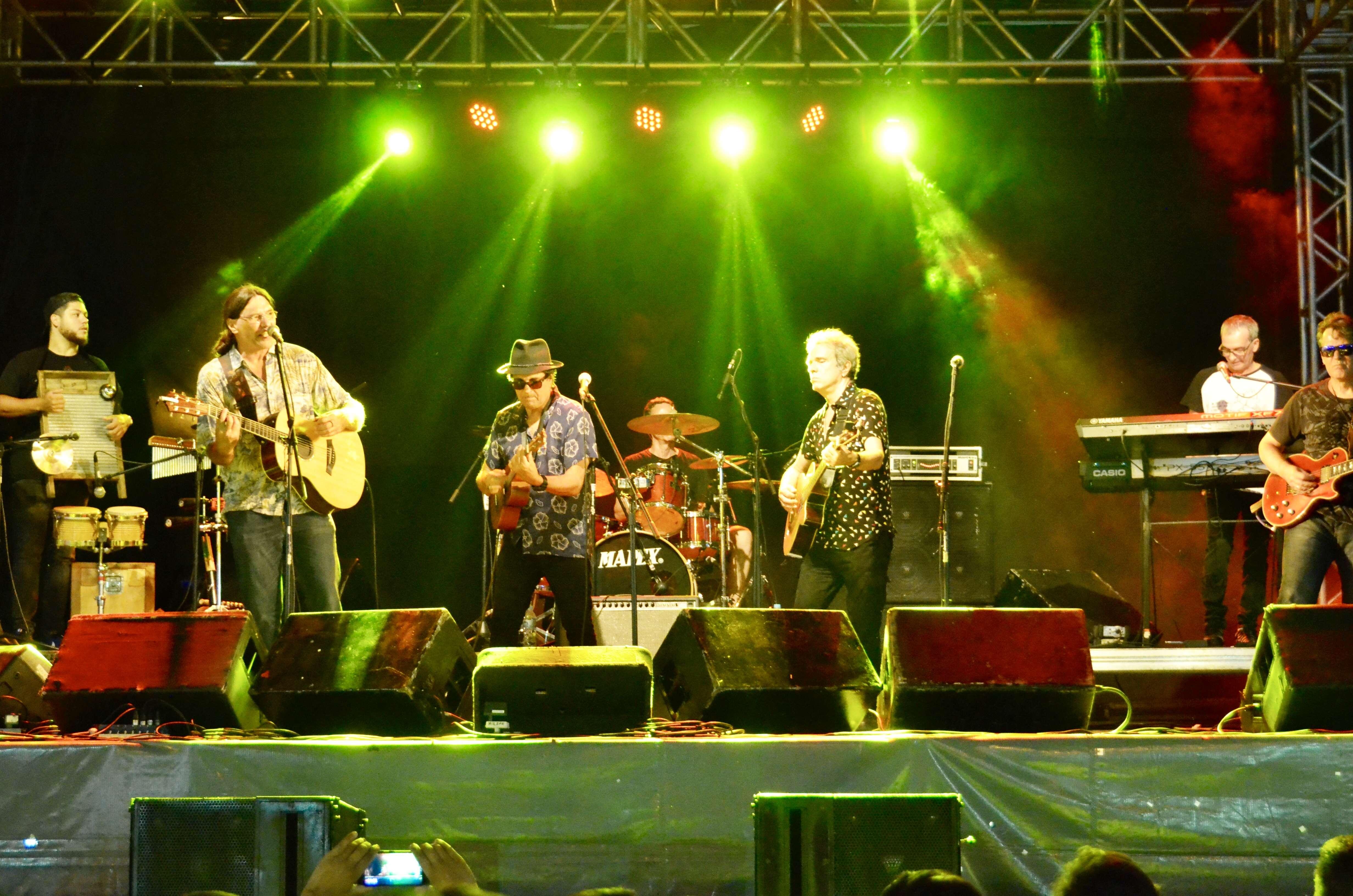 Evandro Mesquita e a banda The Fab Tab
