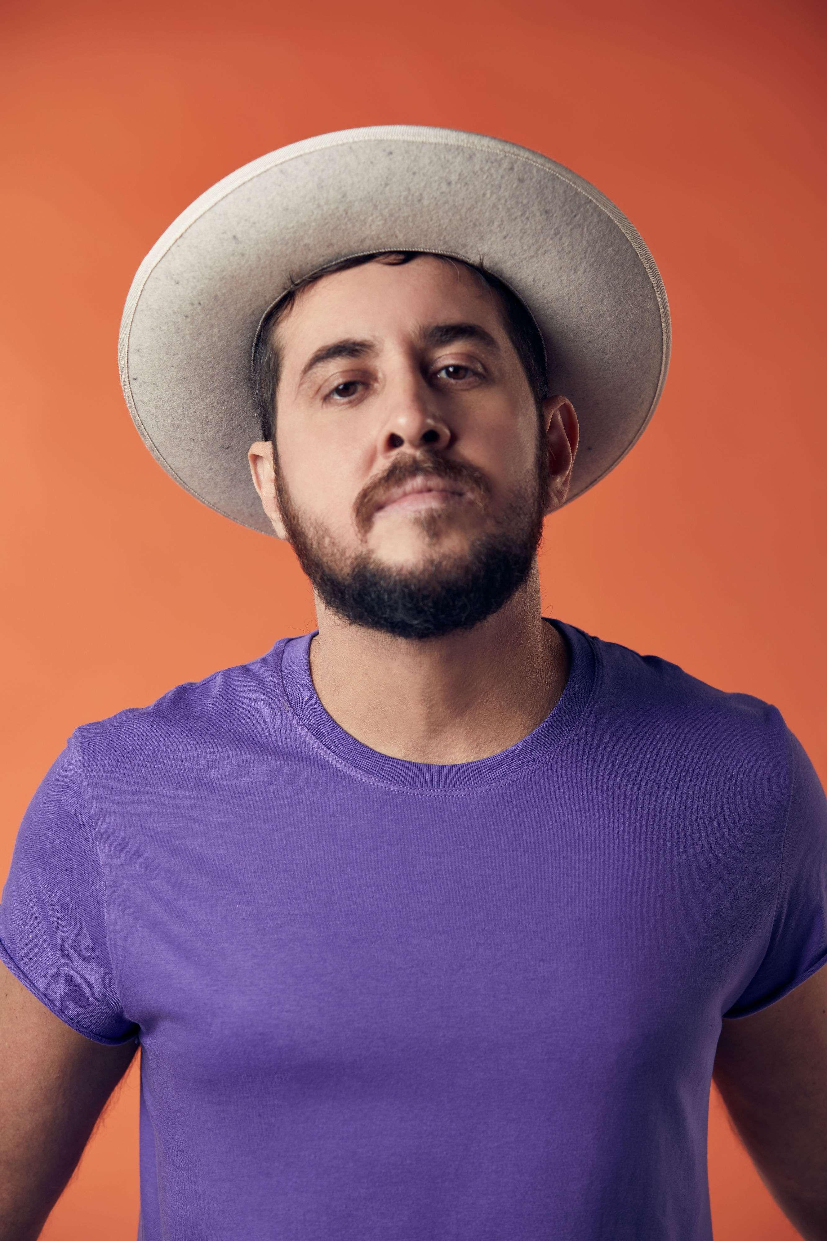 Novas canções e revelações de Rodrigo Suricato