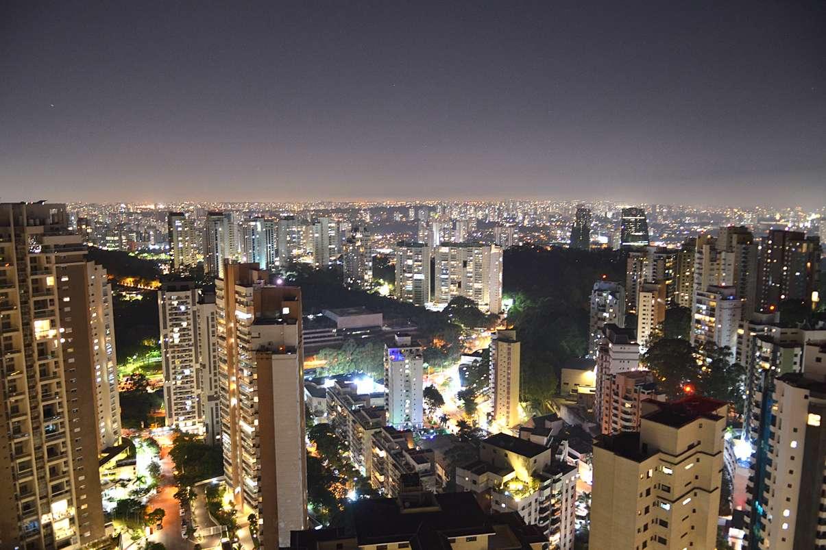 Sunset party reune famosos em São Paulo