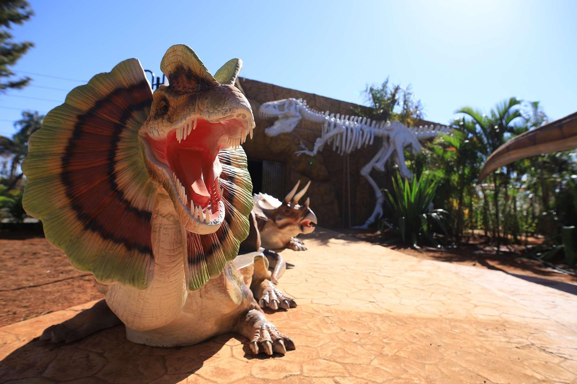 Dinossauros invadem a cidade de Olímpia