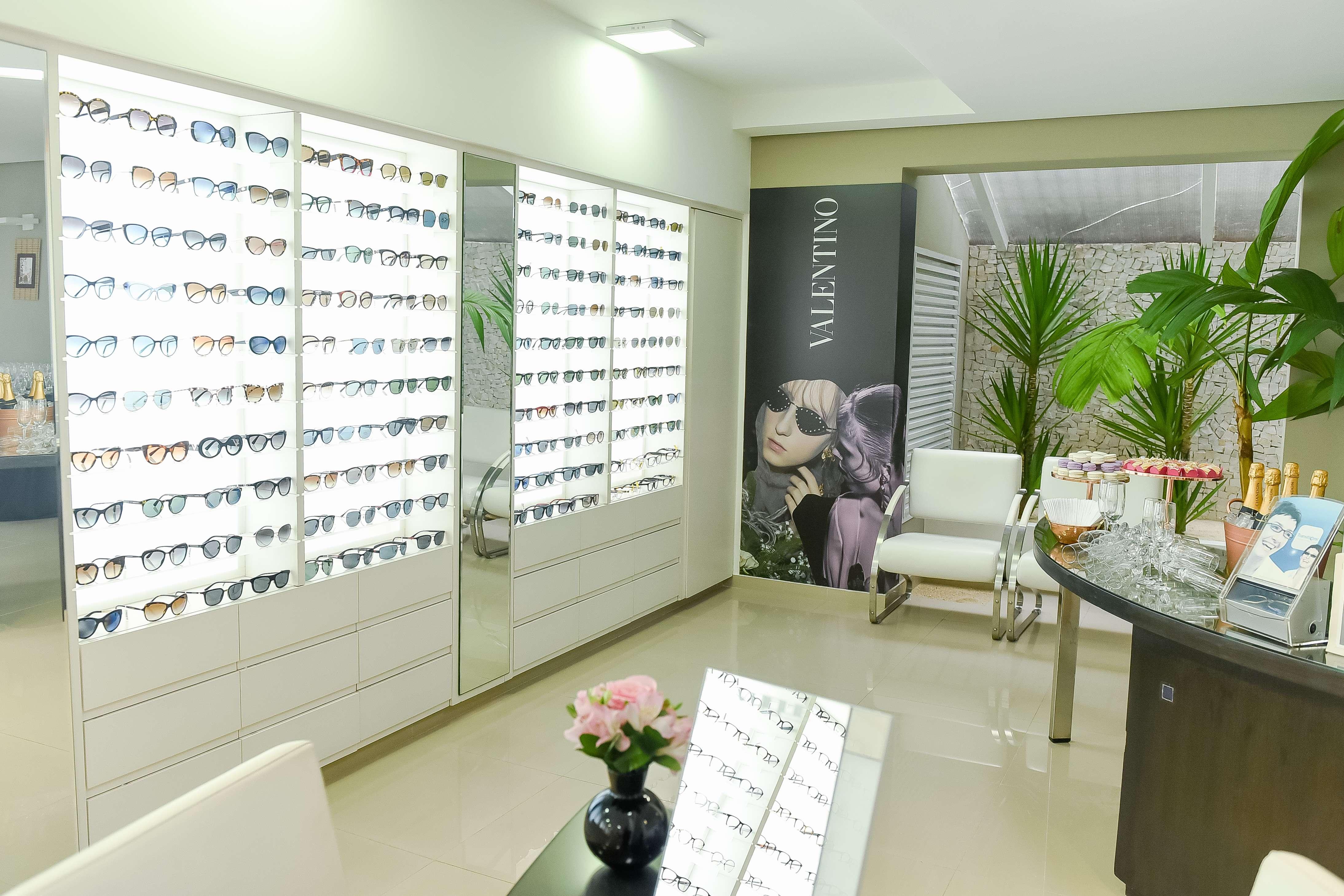 Nova coleção de óculos da Valentino