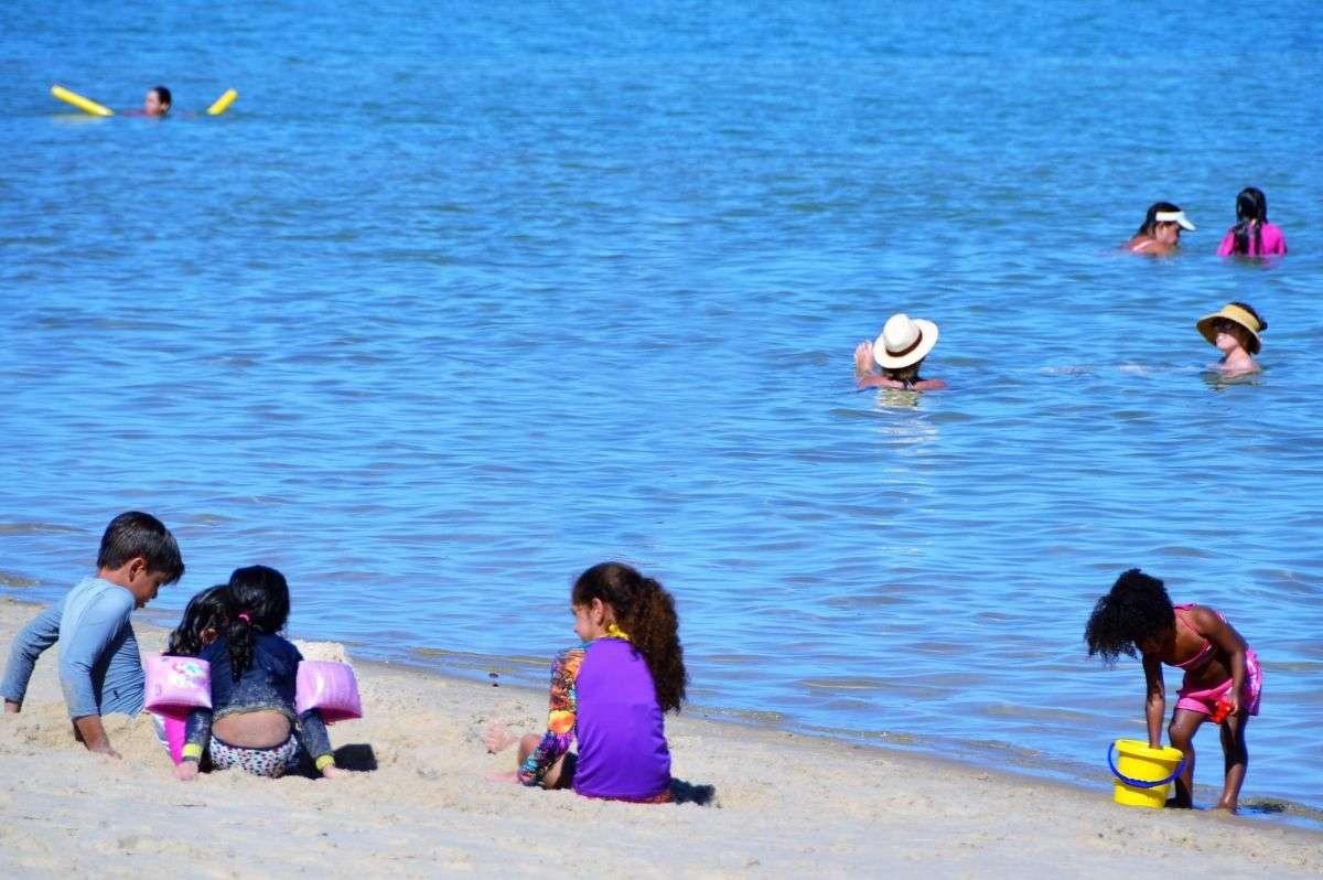 5 cuidados com as crianças na praia