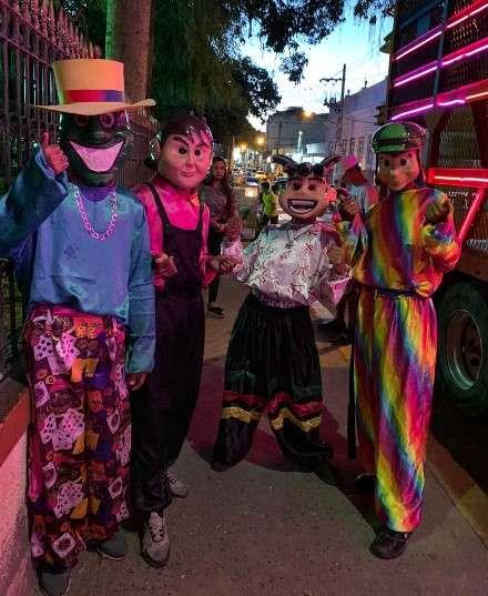 Carreta Luxuria com Chaves, Máscara e Ben 10