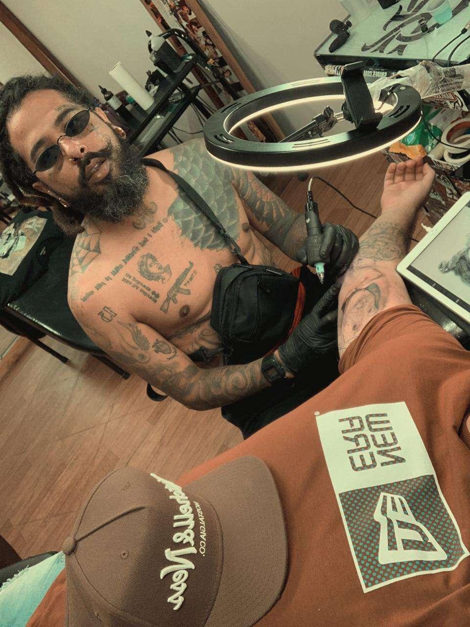 Chaves recebe homenagem através de tatuagem
