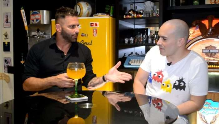 YoutuberJúnior Pacheco entrevista Henri Castelli