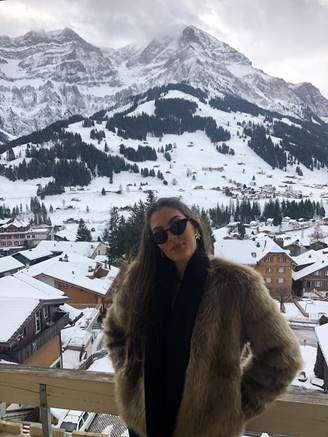 Suíça é o refúgio da modelo Thiessa Sickert