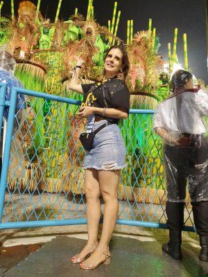 Atriz Evelyn Montesano em camarote na Sapucaí