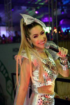 Luana Monalisaem apresentação de Carnaval