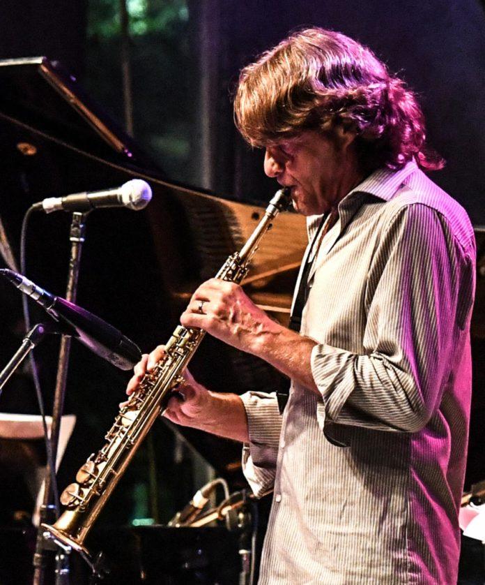 O saxofonista montrealense JEAN-PIERRE ZANELLA trata a musica brasileira com o coração no seu cCD RIO MINAS