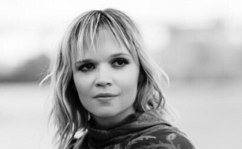 """""""MaisDevagar"""" é o novo single de Alexia Bomtempo"""