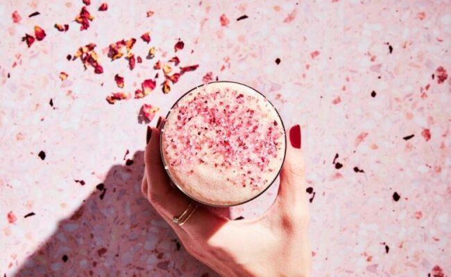 Bebida rosa nutritiva e saborosa é a sensação do momento