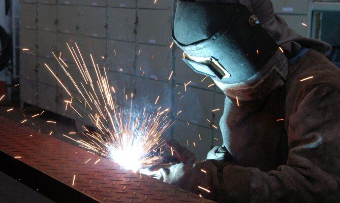 A indústria de construção civil está em recuperação