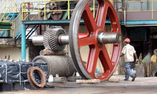 Produção industrial avança 3,2% em agosto
