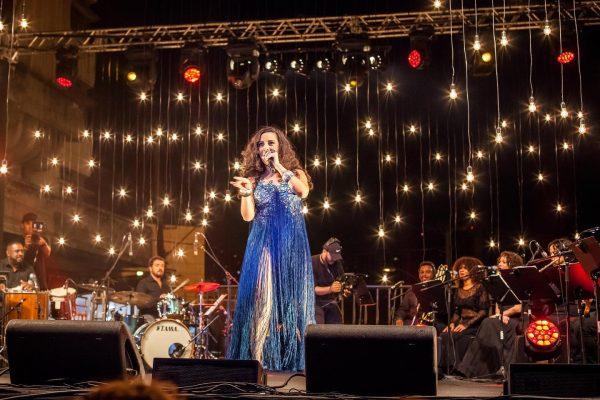 Celebração de dez anos de carreira de Aline Calixto