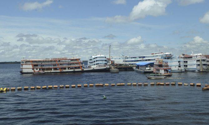 Barcos de passageiros do Amazonas não entram no Pará