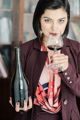 Única empresária brasileira sommèliere de vinhos e charutos