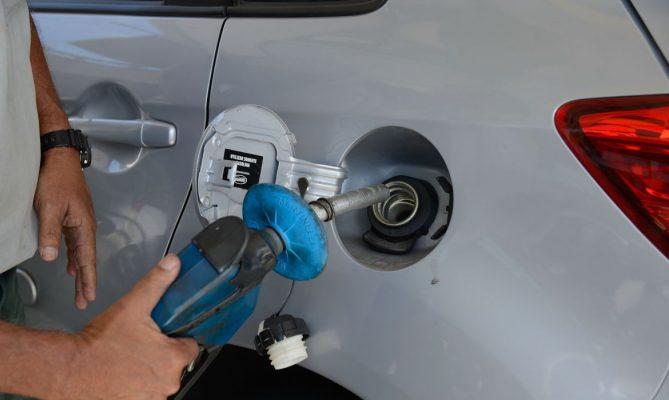 Gasolina ficou 8,8% mais cara e o diesel 5,5%